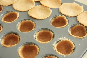 Tray with pastry for tartlets